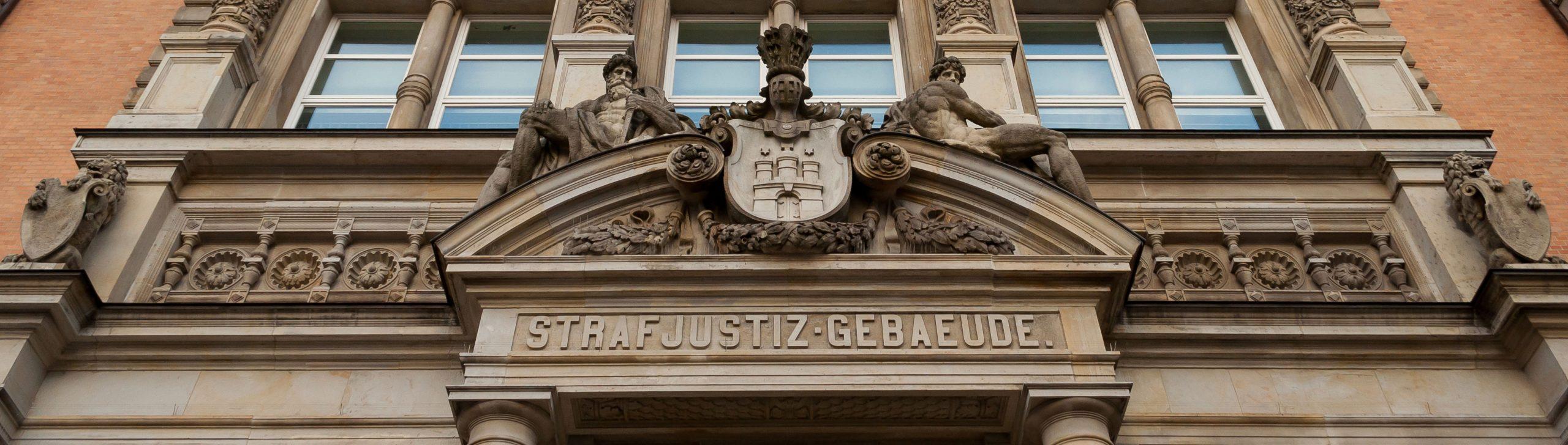Strafjustizgebäude Hamburg / © Ajepbah / Wikimedia Commons / Lizenz: CC-BY-SA-3.0 DE
